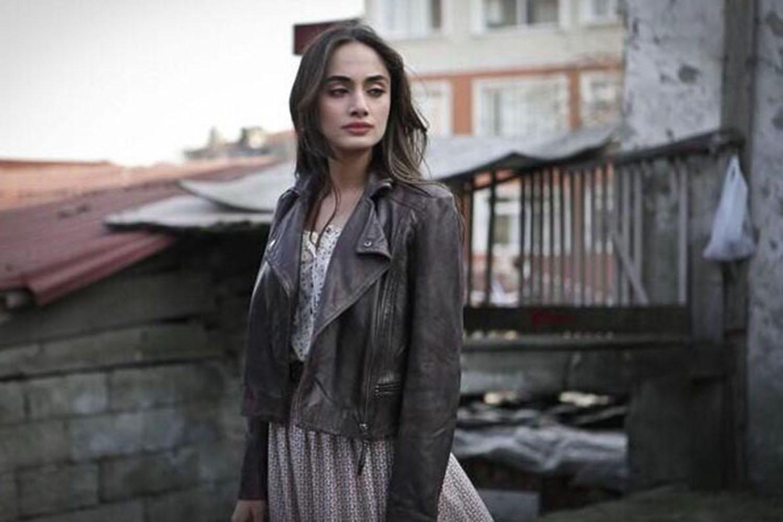 Denise Capezza set Dusler ve Umutlar regia di Serdar Akar