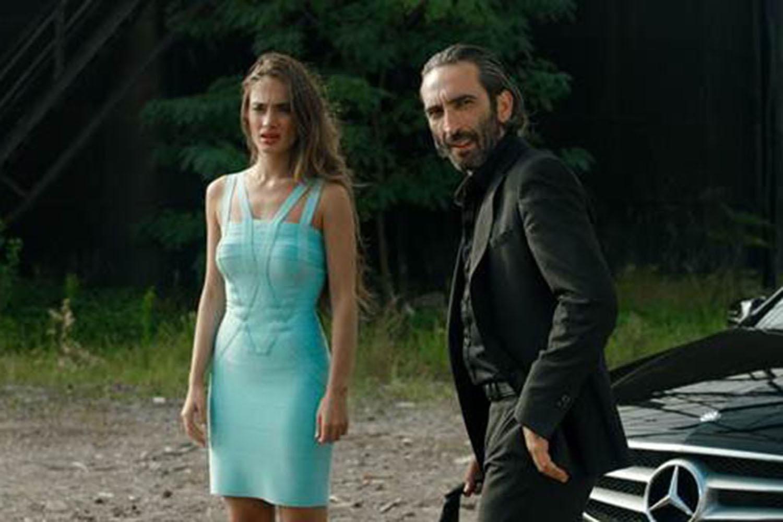 Denise Capezza set film Hep Yek by Ali Yorgancioglu with Gokhan Yikilkan Ulas Torun Firat Tanis