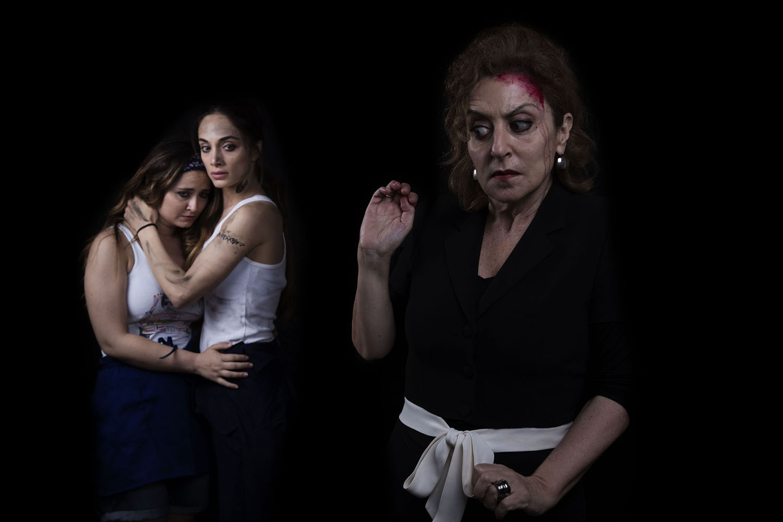 Denise Capezza a teatro con Benzina di Di Pietro con Gea Martire