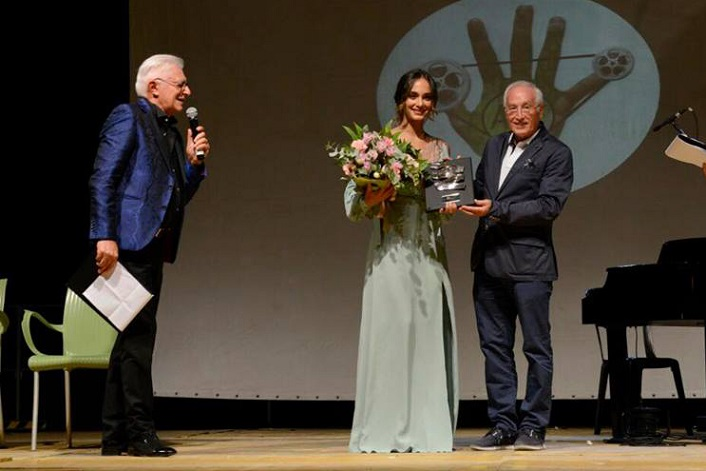 Denise Capezza attrice premio Ariano International Film Festival red carpet vestito
